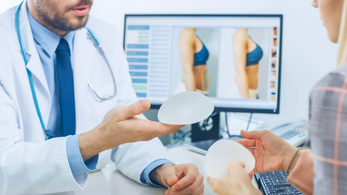 Resultado de imagen de how to try doctor for breast augmentation
